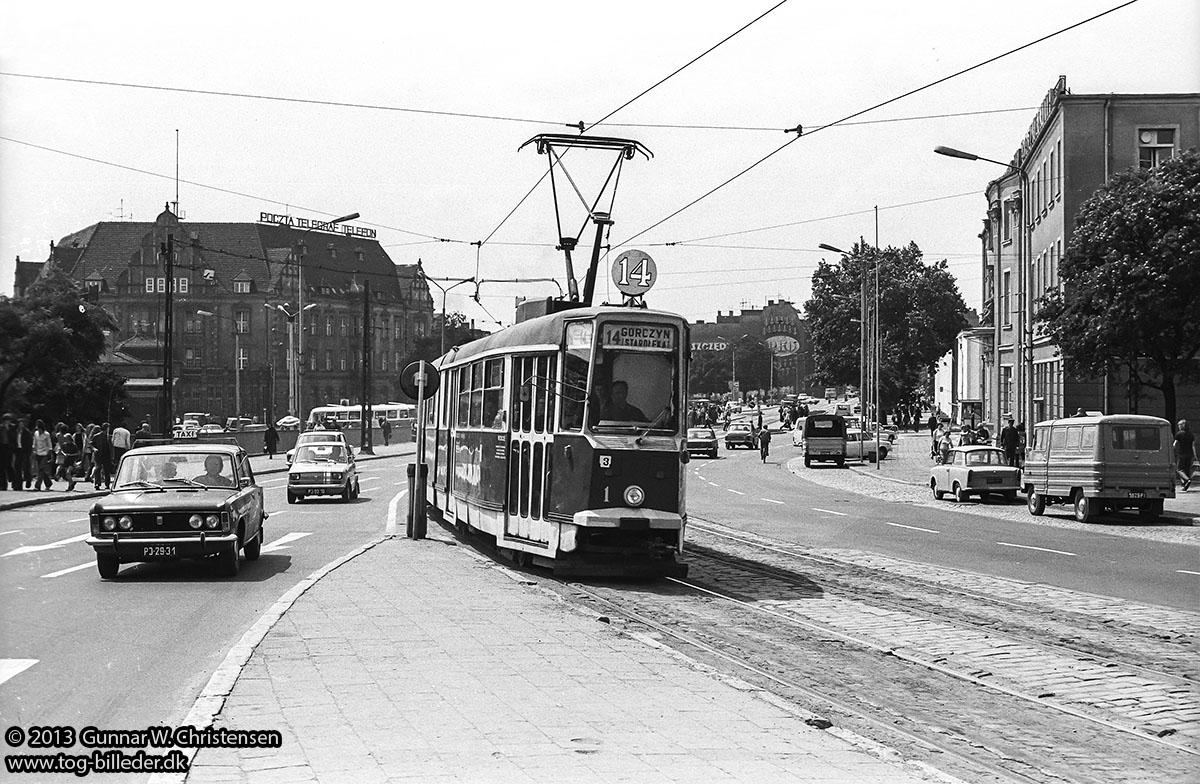 http://www.tog-billeder.dk/fotos/sporvogne/polen/poznan-1975/3217-3-12a_Linie%2014%20i%20Poznan%20300675.jpg